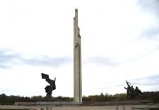 Мэр Риги пообещал сохранить памятник освободителям